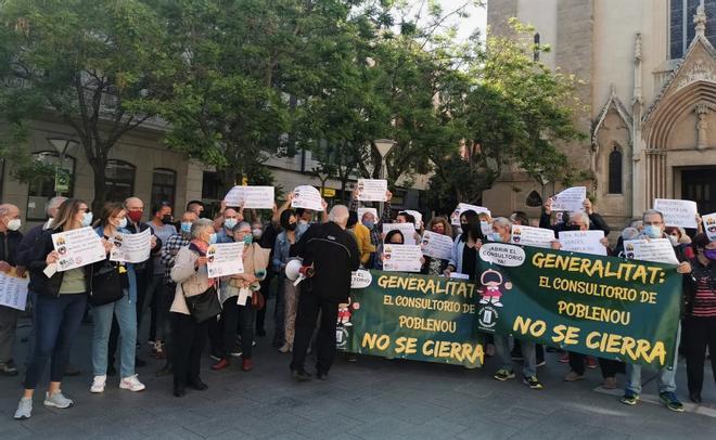 Los vecinos del Poblenou de Sabadell piden al Parlament que fuerce al Govern a reabrir el CAP del barrio