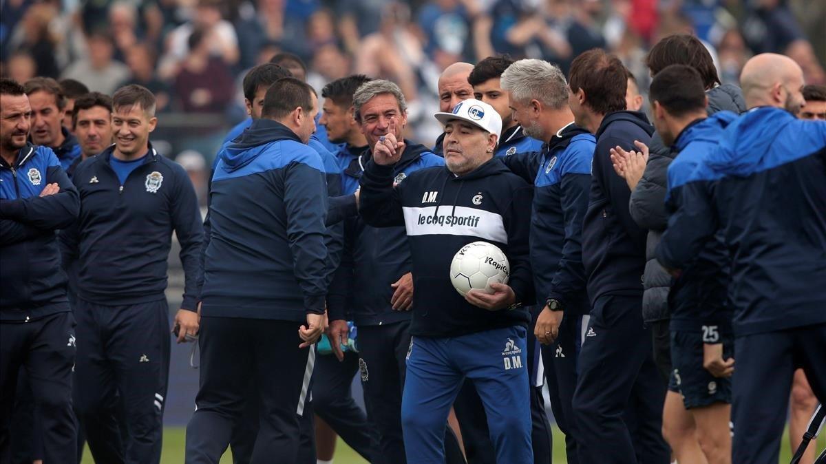 Maradona, en su presentación como técnico de Gimnasia y Esgrima.