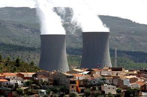 Imagen de las torres de refrigeración de la nuclear de Cofrentes.