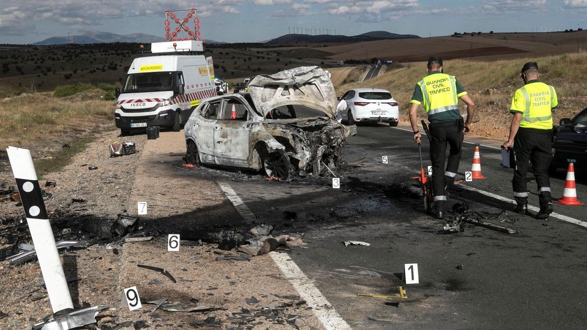 El accidente en la N-122 a su paso por Candilichera (Soria) ocurrido este domingo, que se ha saldado con dos fallecidos.