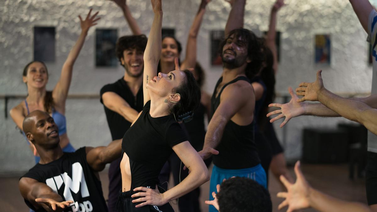 Un ensayo de 'Fama' en la escuela de Coco Comín, directora y coreógrafa de esta nueva producción que empieza funciones en el Teatro Apolo el próximo día 8.