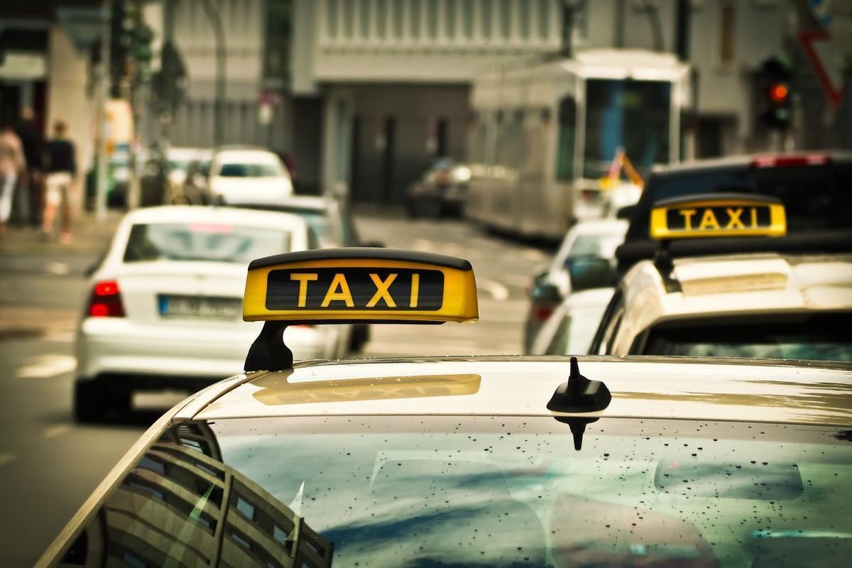 Seis taxistas de Vigo se suman a la protesta de trabajar con falda