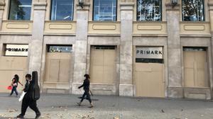 Primark de la plaza de Catalunya cerrado durante la pandemia.