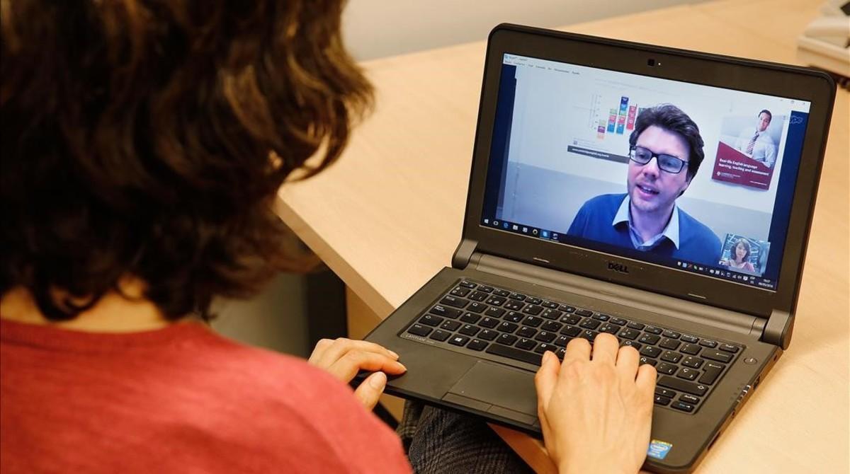 Jim Chillman dando una clase a través de Skype.