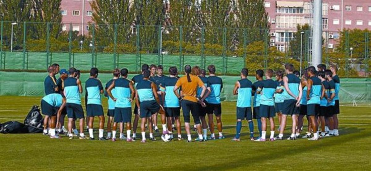 Los jugadores del Barça en el entrenamiento de ayer en la ciudad deportiva de Sant Joan Despí.
