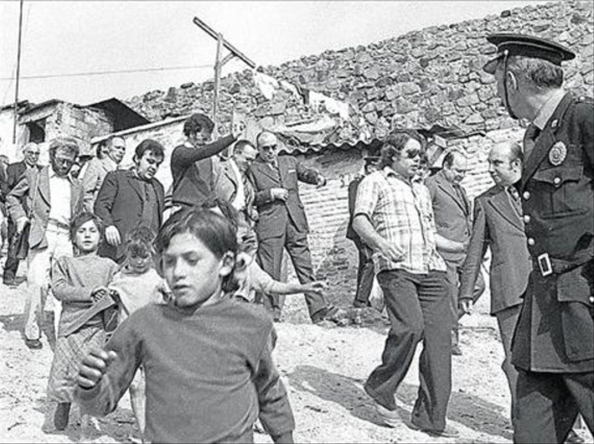Visita del alcalde franquista Enric Massó a Can Tunisen 1974.
