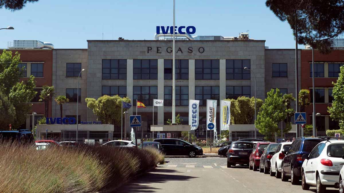La expareja de la trabajadora de Iveco que se suicidó queda libre tras declarar voluntariamente. En la foto, la fábrica de Iveco en Madrid.