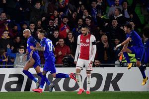 Los jugadores del Getafe celebran el gol del 1-0 ante el Ajax.