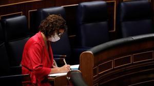 La ministra de Hacienda, María Jesús Montero, en el Congreso de los Diputados, este jueves.