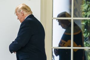 JJL01  Washington  United States   22 10 2018 -  FILE  - US President Donald J  Trump prepares to speak to the media as he departs the White House for a Houston  Texas rally to support Senator Ted Cruz in Washington  DC  USA  22 October 2018  Reissued 29 March 2019   On 29 March 2019  US President Donald J  Trump said that he is likely to shut down the US southern border with Mexico  including all trade  next week unless an immediat action against illegal immigration was taken by the Mexican authorities   Estados Unidos  EFE EPA JIM LO SCALZO     Local Caption     54719939