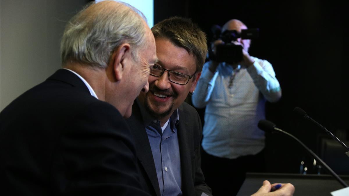 Xavier Domènech conversa con el presidente del Cercle d'Economia, Juan José Brugera.