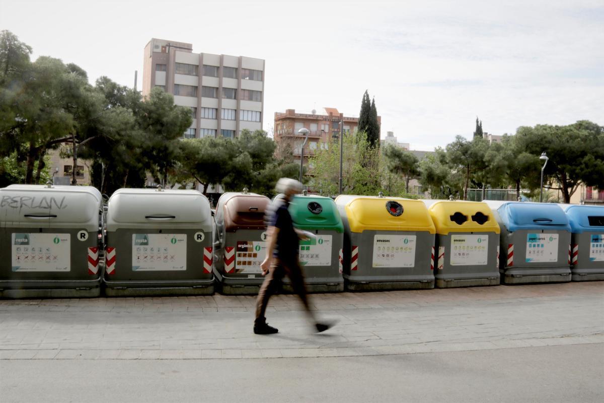 Un área de contenedores en superficie en el centro de Mataró.