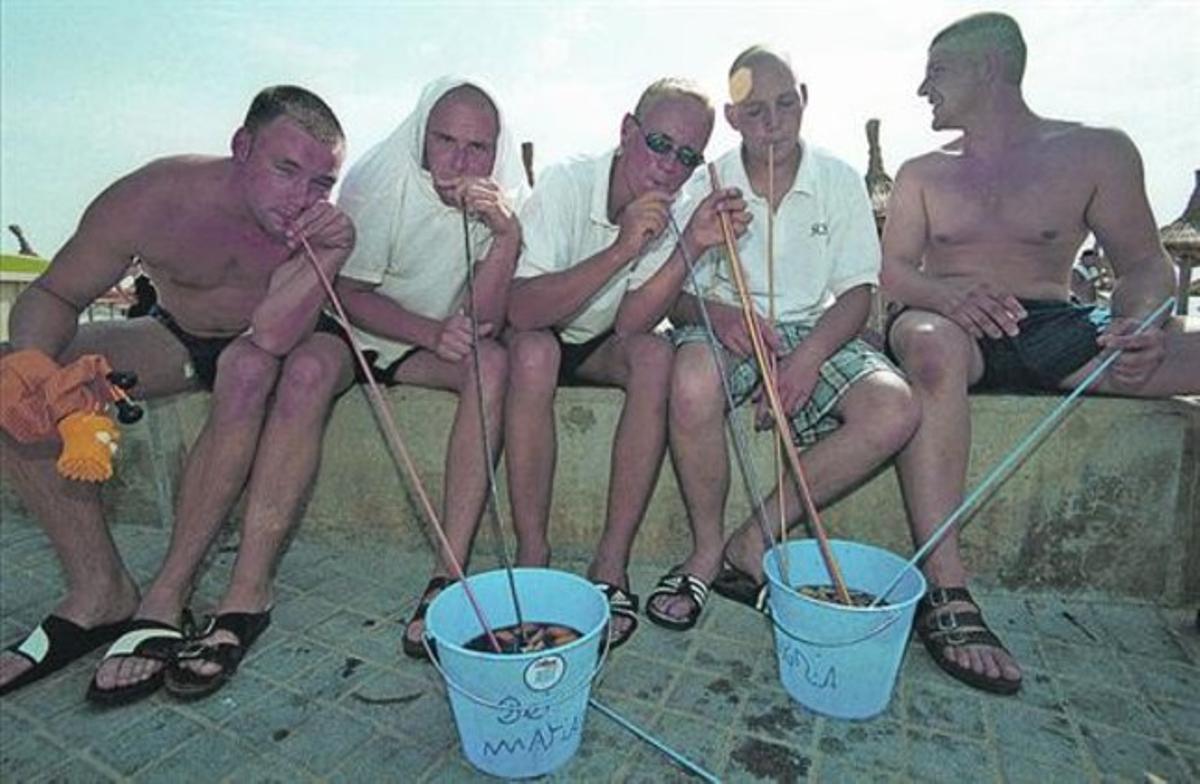 Turistas alemanes beben sangría en un hotel en Mallorca.