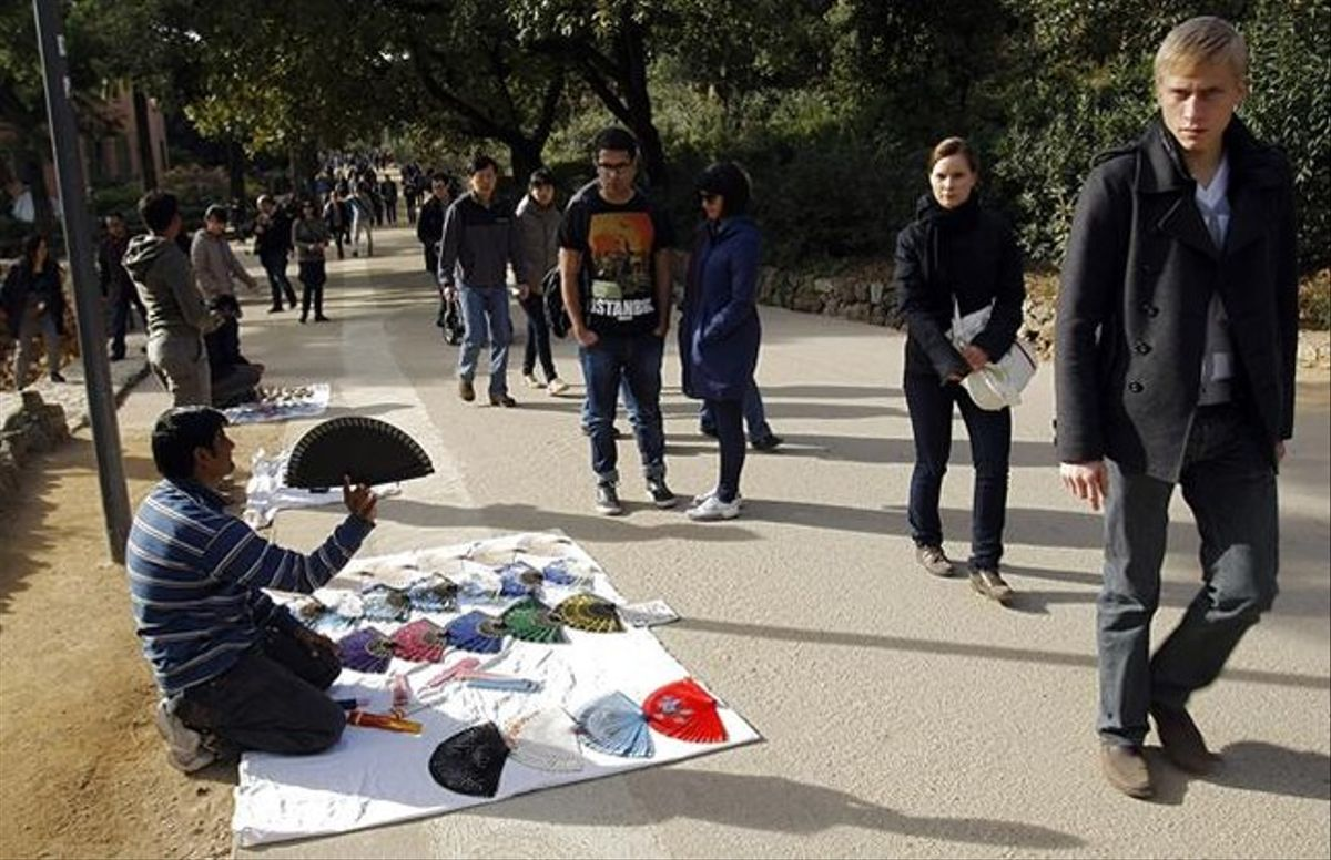 Vendedores ambulantes en el interior del parque, en diciembre del año pasado.
