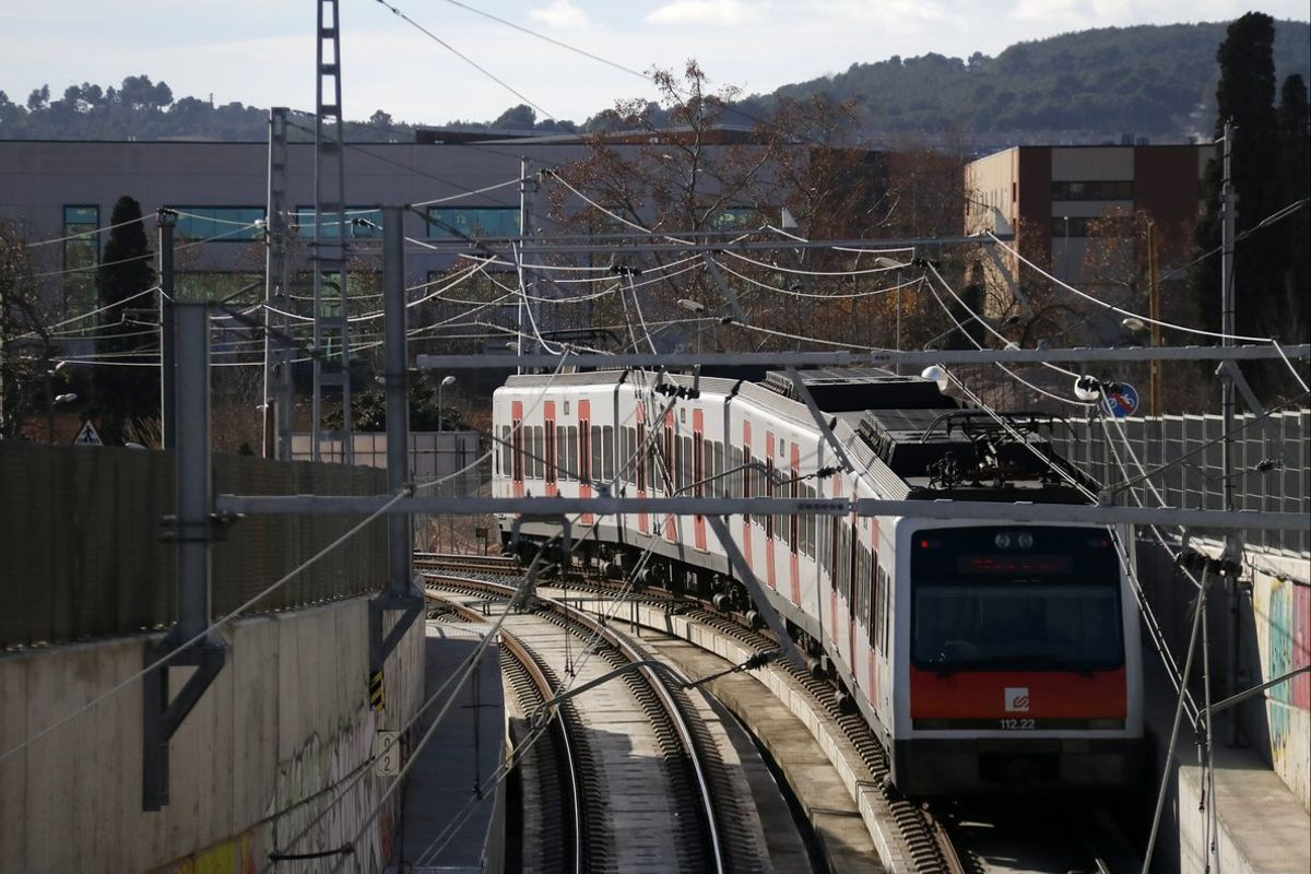 Un convoy de los Ferrocarrils de la Generalitat de Catalunya (FGC).