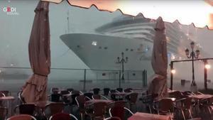 Vídeo del 'Costa Deliziosa' tras perder el control en Venecia.
