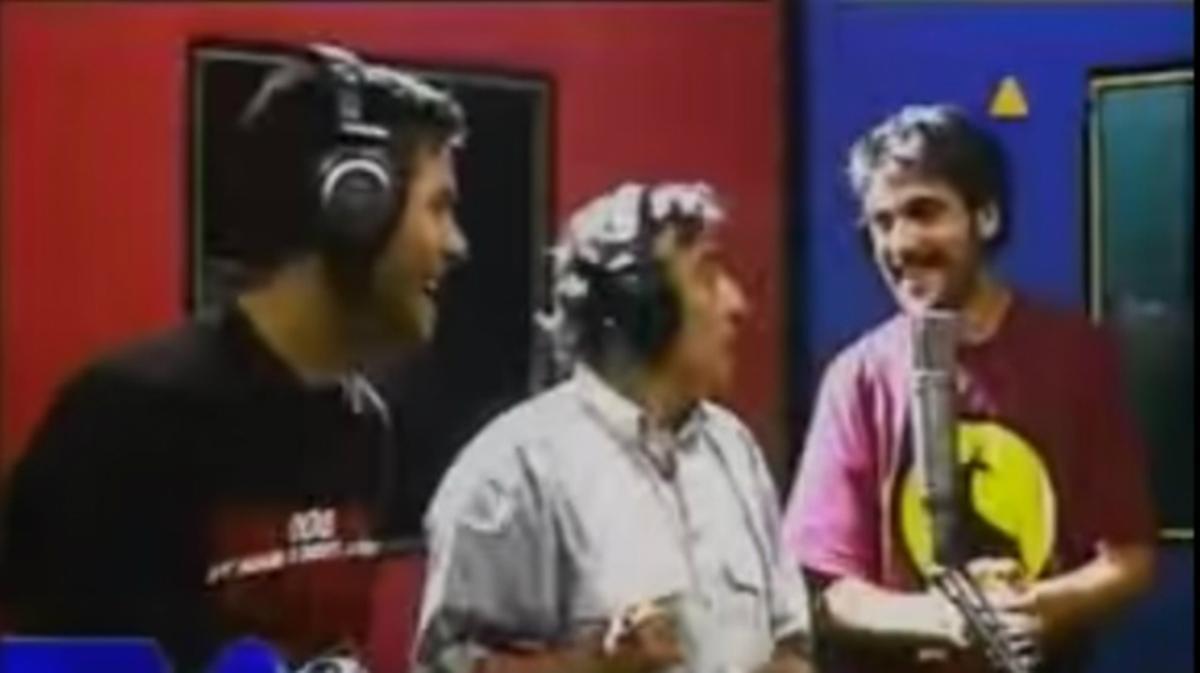 Peret y los hermanos Estopa interpretan el tema 'Lo mato'. En el videoclip se pueden ver los otros artistas que colaboran en el disco 'Rey de la rumba'.