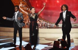 Los pequeños actores de la serie 'Strangerthings', durante su número en la gala de los premios Emmy.