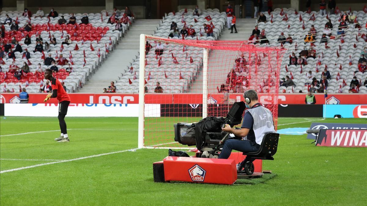 Un cámara de Téléfoot en un partido de la Ligue 1.