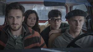 Joan Amargós, Anna Castillo, Àlex Monner y Patrick Criado, en la serie 'La línea invisible', de Movistar+.