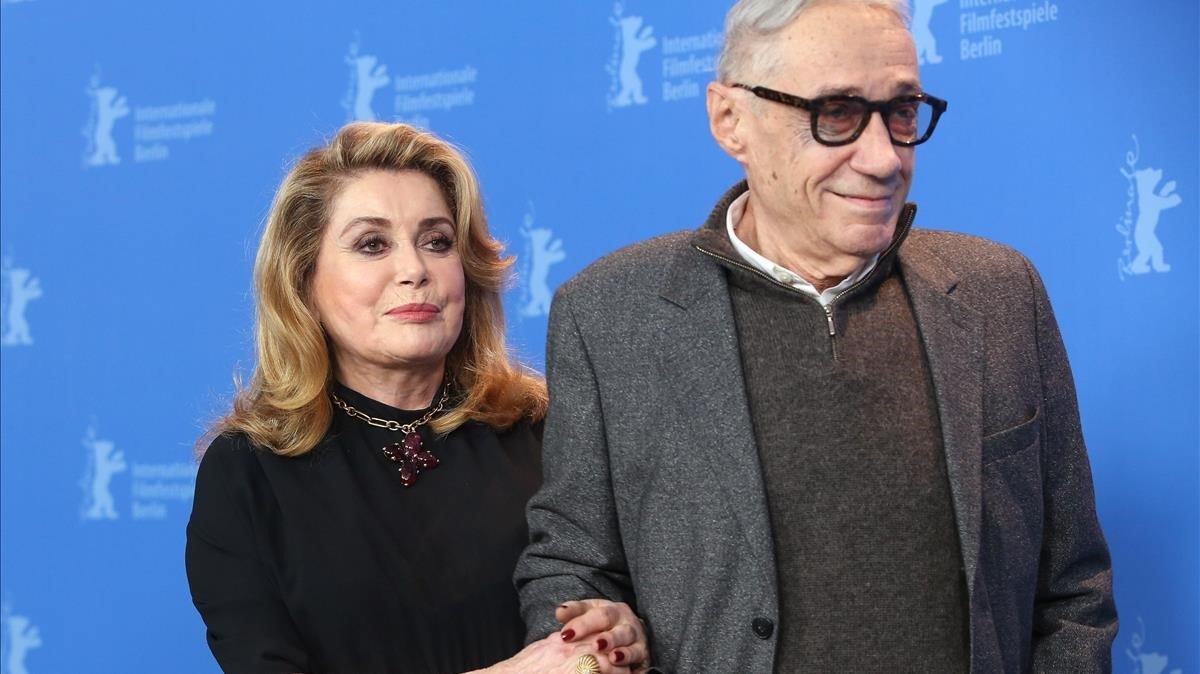 Catherine Deneuve y André Téchiné, en la presentación de 'El adiós a la noche' en Berlín