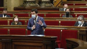 El vicepresidente del Govern, Pere Aragonès, interviene en el pleno del Parlament de este miércoles.