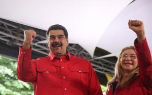 El presidente de Venezuela, Nicolás Maduro, junto con su esposa.