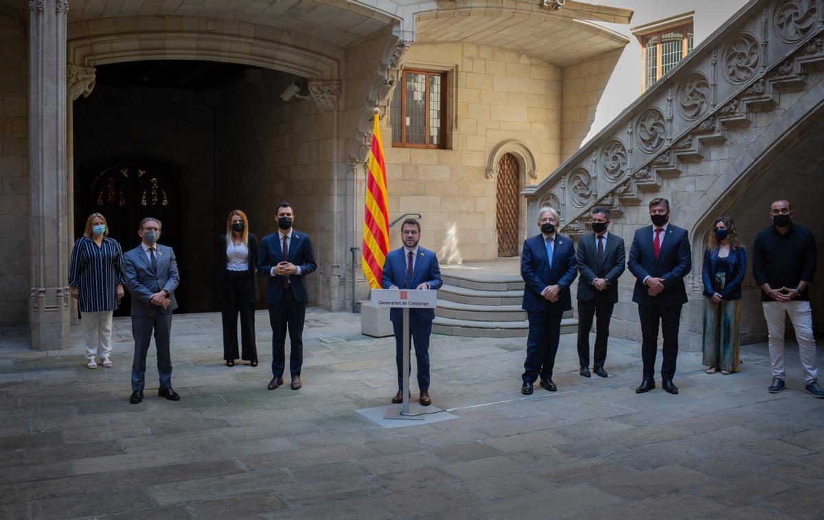 El 'president' Pere Aragonès, presenta el acuerdo junto a patronales y sindicatos para repartir las ayudas directas para autónomos y empresas.