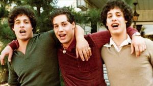 Estreno de 'Tres idénticos desconocidos': Separados al nacer