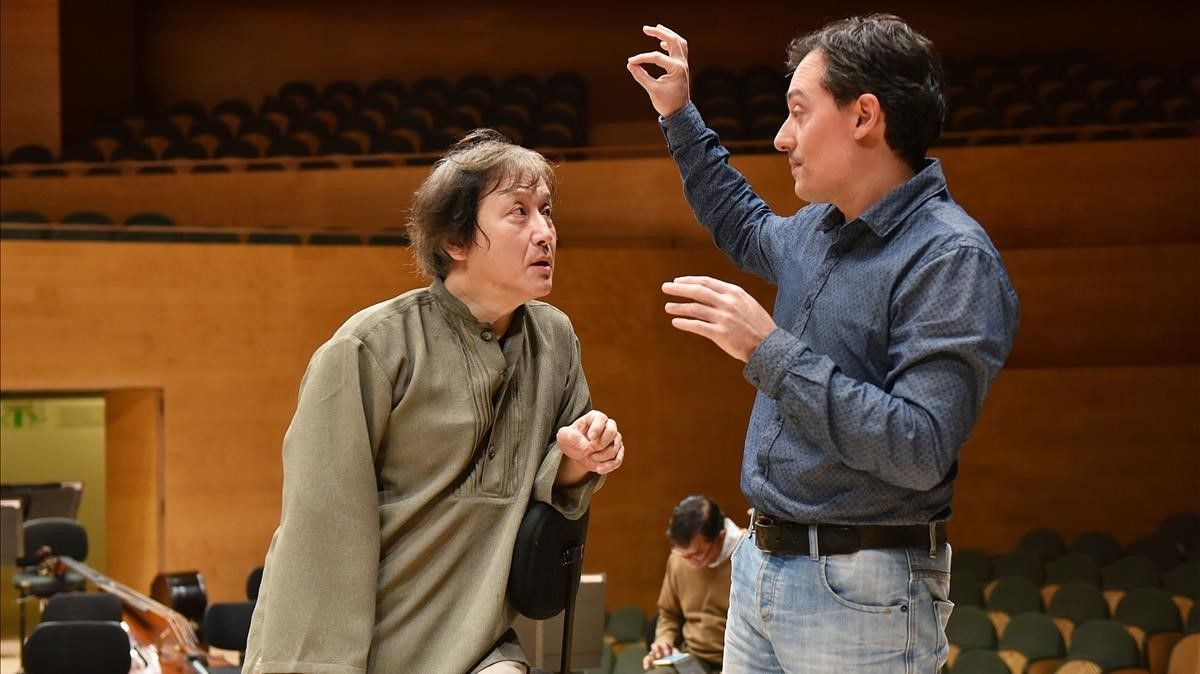 Ferran Cruixent (derecha) y Kazushi Ono, en un ensayo de 'Deus ex machina'