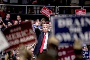 Trump saluda a sus seguidores en Nashville (Tennessee)