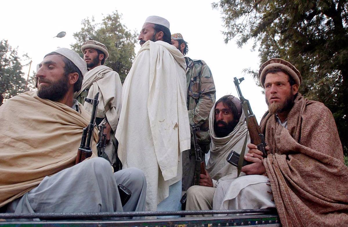 Antiguos combatientes talibán en Jalalabad.