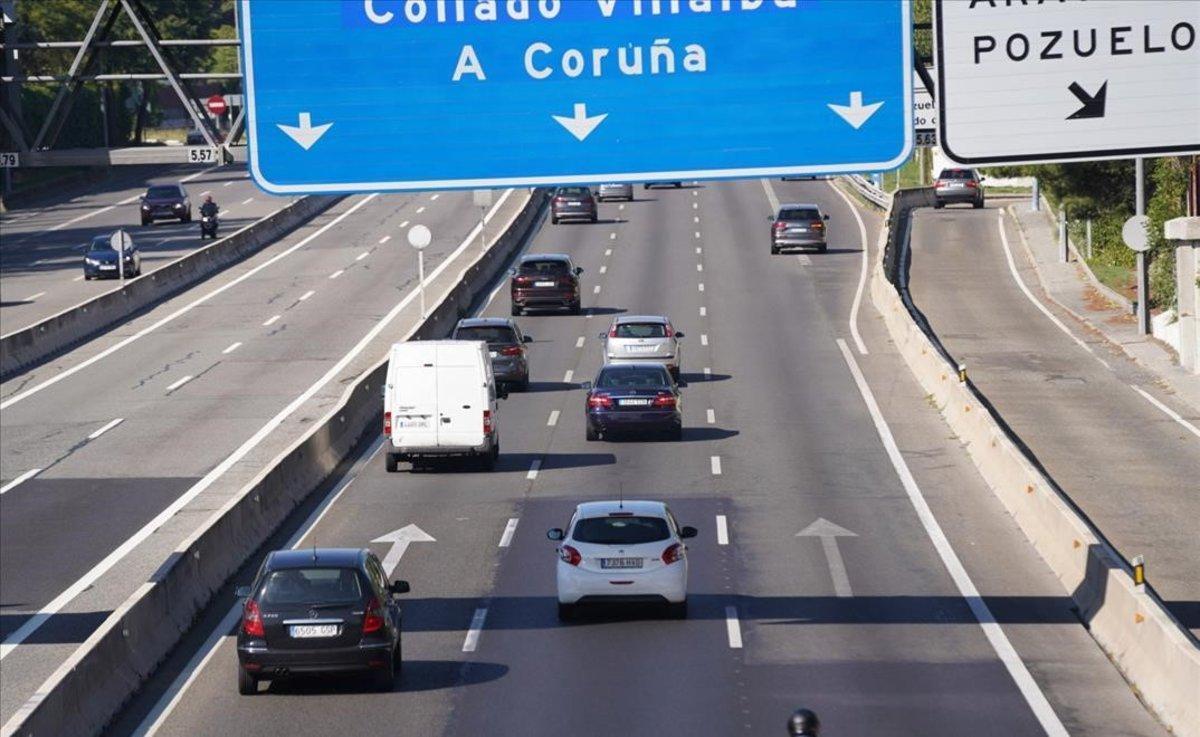 Salida de Madrid porla A-6, durante la mañana de este viernes.