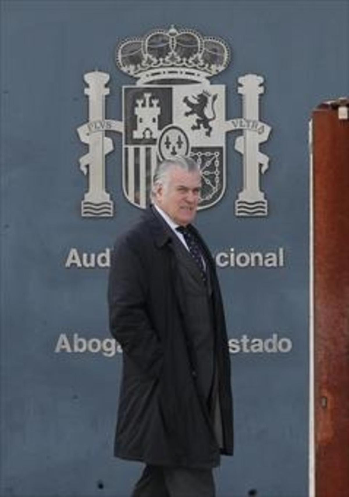 Luis Bárcenas, tras declarar en la Audiencia Nacional, ayer.