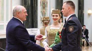Lukaixenko promociona llocs clau de la seguretat a falcons sancionats per la UE