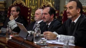 El presidente del tribunal y ponente de la sentencia,Manuel Marchena (derecha), junto a (de izquierda a derecha) los magistradosAndrés Palomo, Luciano Varela y Andrés Martínez Arrieta.