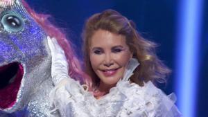 Norma Duval, quitándose la máscara de unicornio en 'Mask singer'.