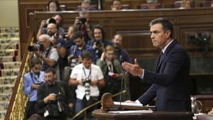 El presidente del Gobierno en funciones, Pedro Sánchez, en la tribuna del Congreso de los Diputados.