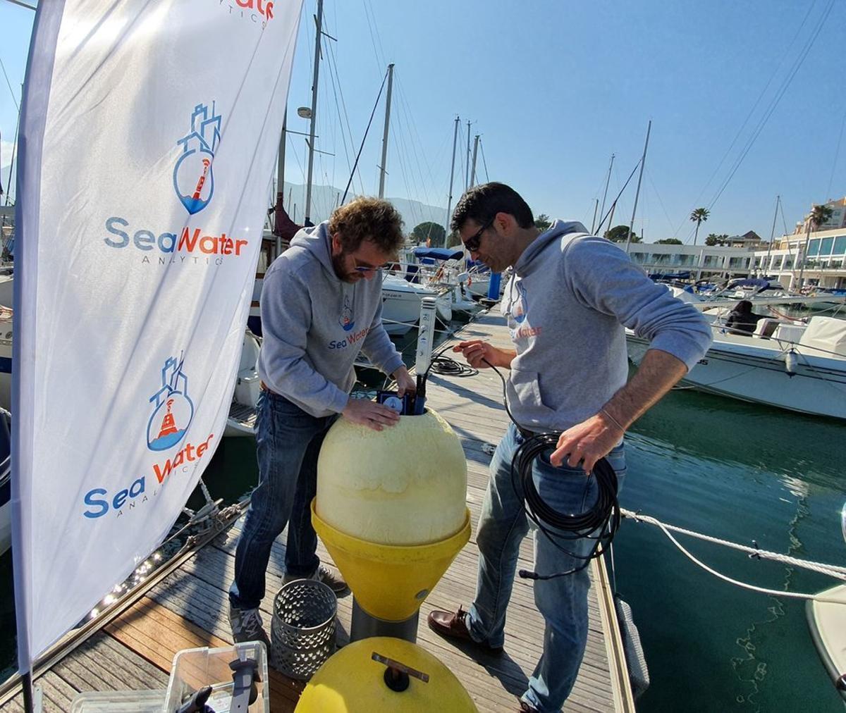 La startup española Sea Water Analytics analiza a través de boyas 'inteligentes' la calidad del agua de nuestras playas.
