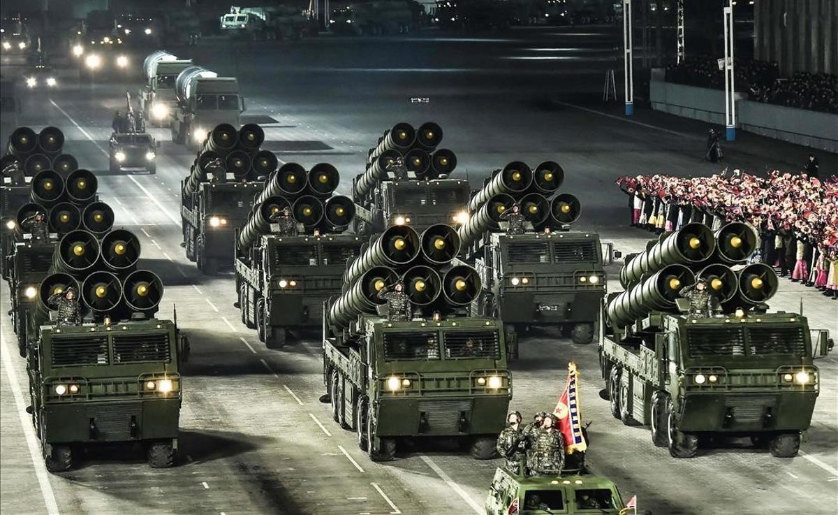 Corea del Norte concluye con un desfile militar el congreso del partido único.