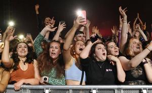 5.000 personas participan en un festival musical en Liverpool para analizar la transmisión del coronavirus.