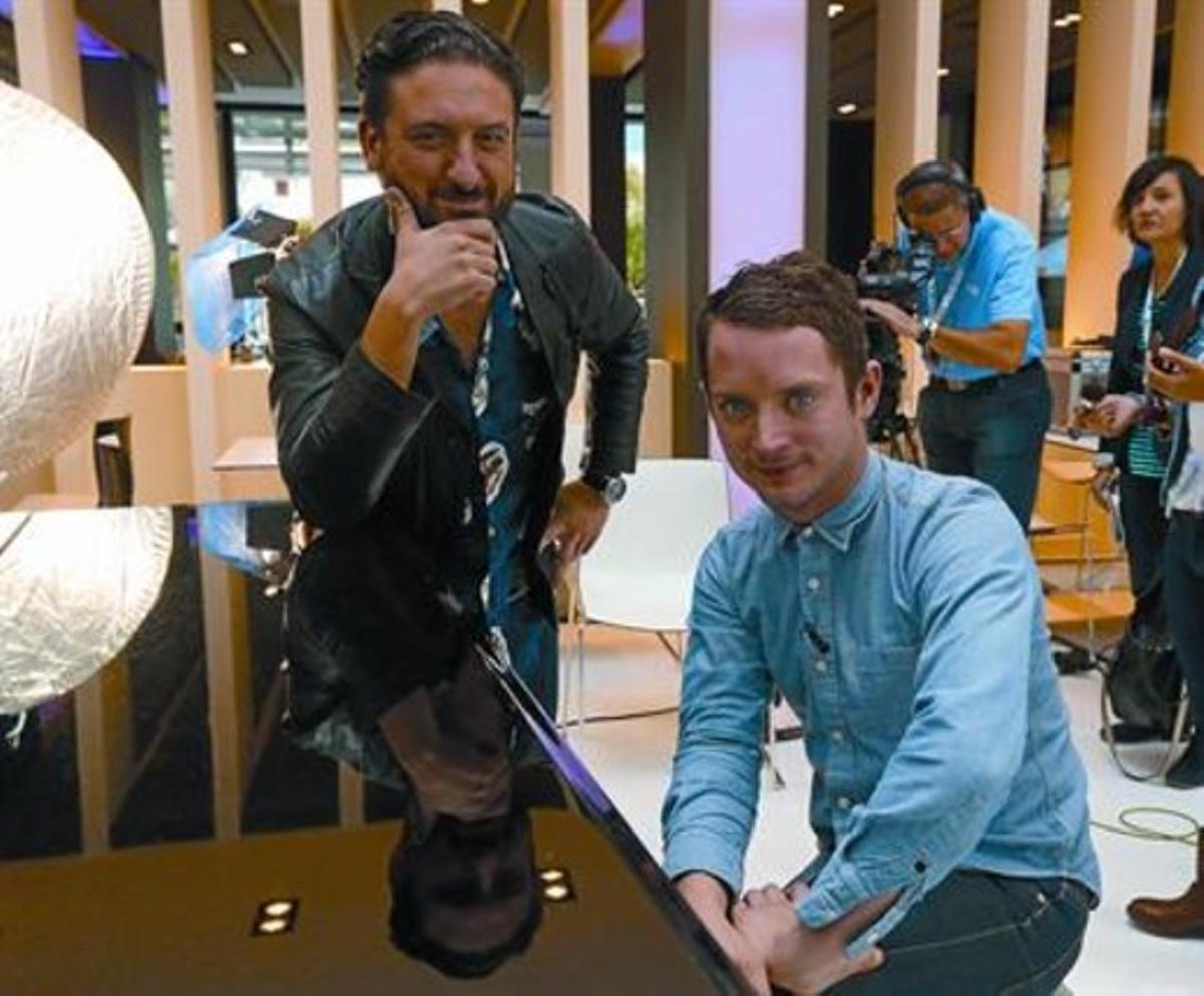 Eugenio Mira y Elijah Wood (derecha), ayer en el Hotel Melià de Sitges.