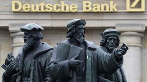 A statue is pictured next to the logo of Germany's Deutsche Bank in Frankfurt, Germany, September 30, 2016. REUTERS/Kai Pfaffenbach