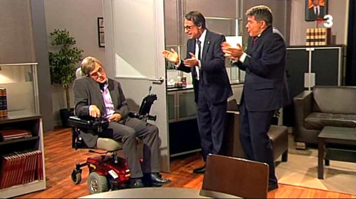 Mas y Homs, con Stephen Hawking antes de echar a correr ('Polònia' TV3).