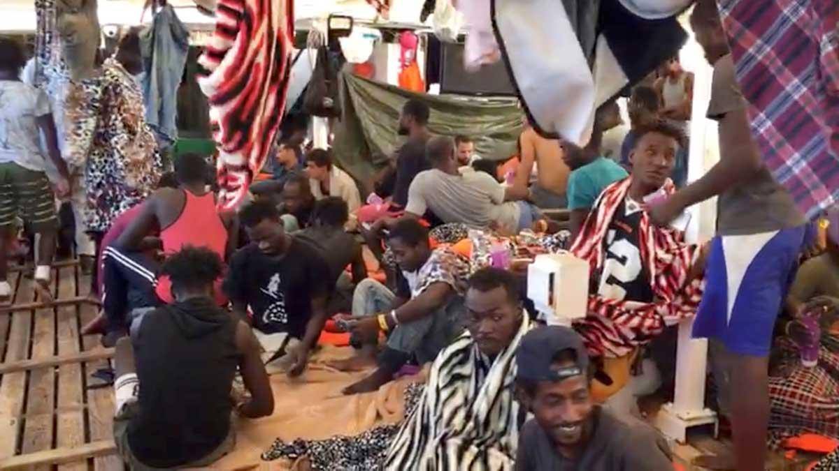 España se ha ofrecido a acoger a una parte de los 147 migrantes y refugiados a bordo del buque humanitario de la ONG Proactiva Open Arms.