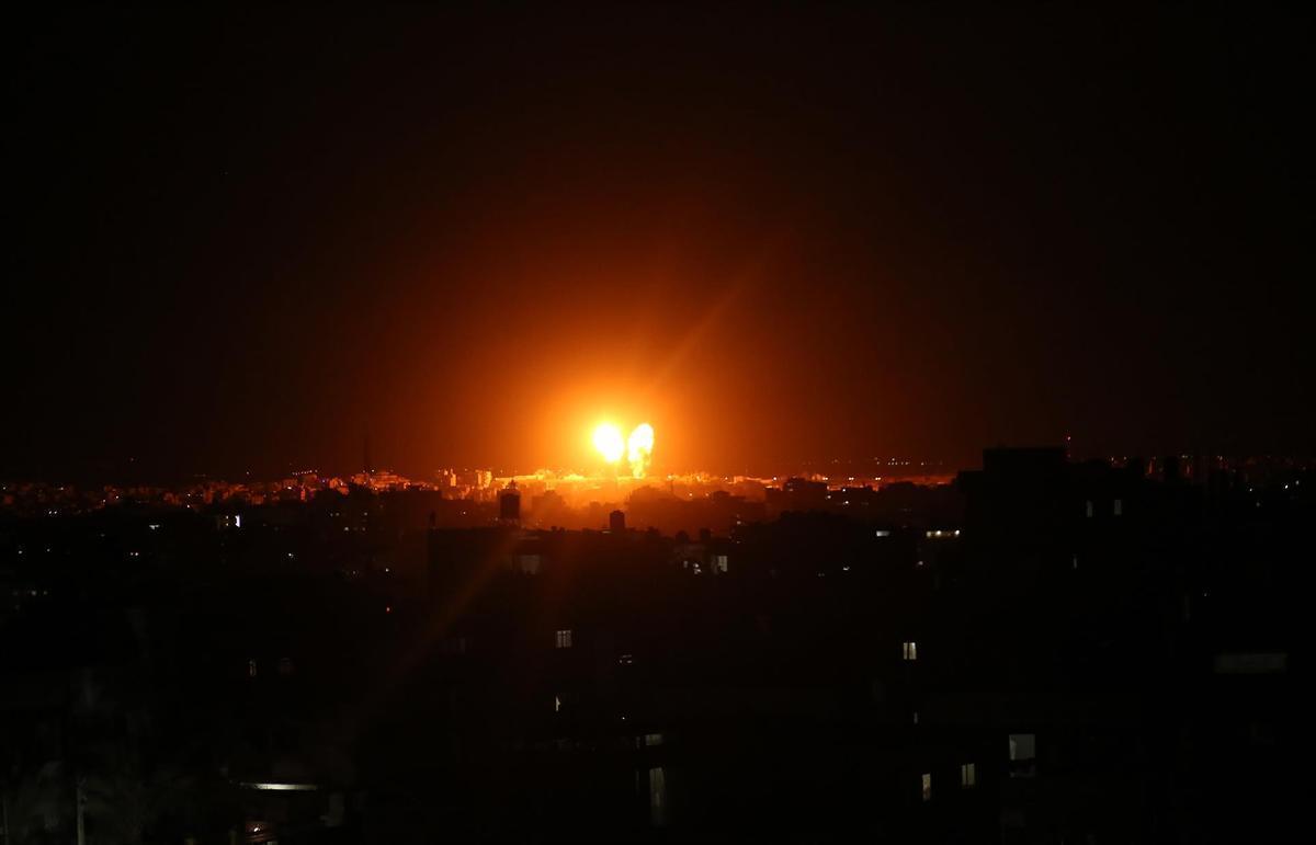 Israel ataca posicions de Hamàs després del llançament de globus incendiaris des de Gaza