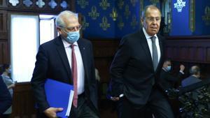 Borrell y Lavrov, durante un momento de la visita del primero a Moscú, este viernes.