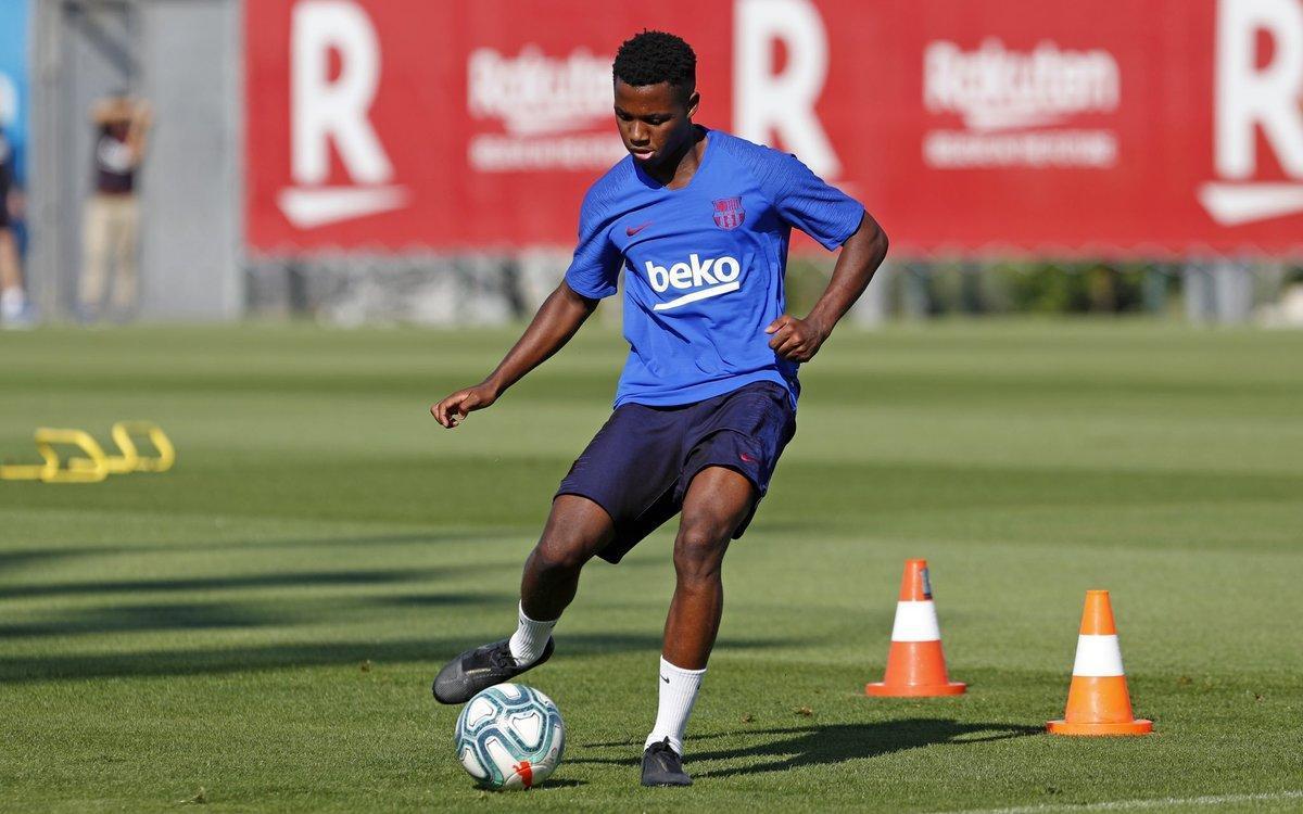 Ansu Fati, en un entrenamiento del Barça con el primer equipo esta semana.