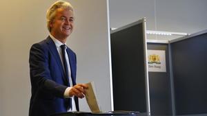 El controvertido Geert Wilders en el momento de la votación.