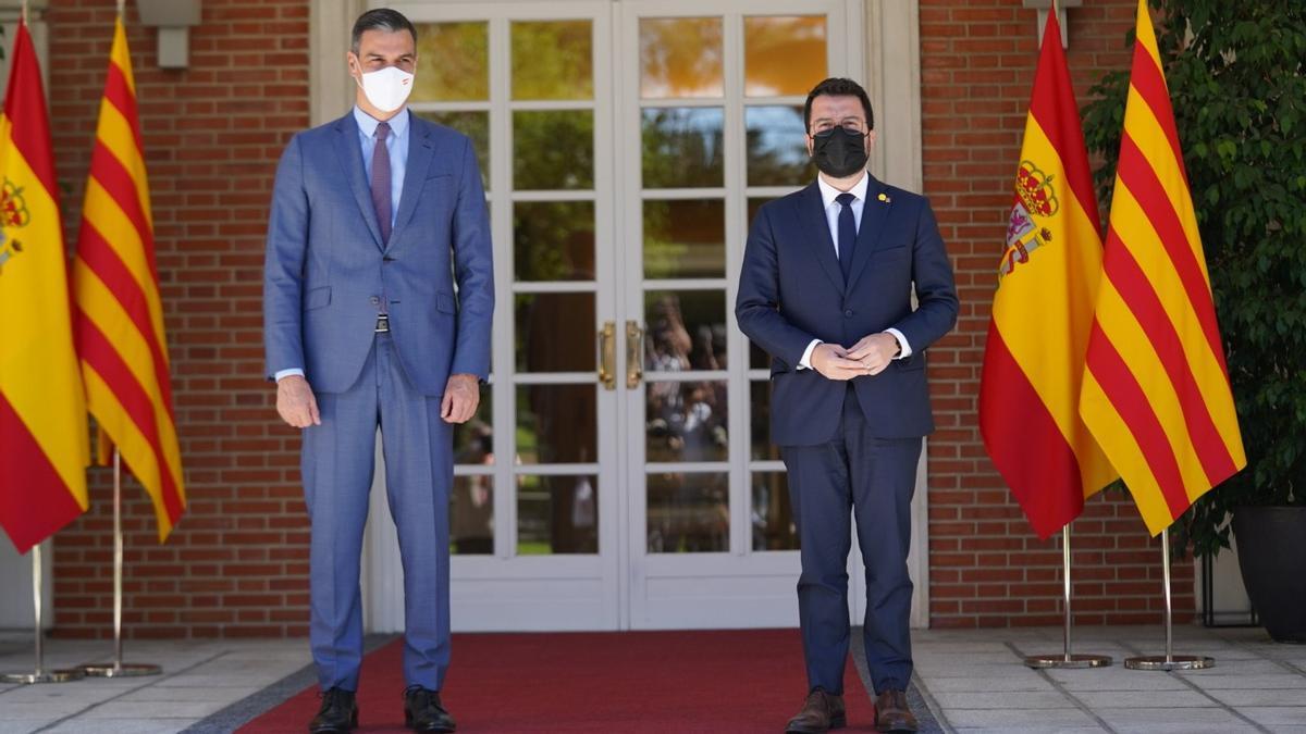 El presidente del Gobierno, Pedro Sánchez, y el 'president' de la Generalitat, Pere Aragonès, en la Mocloa.